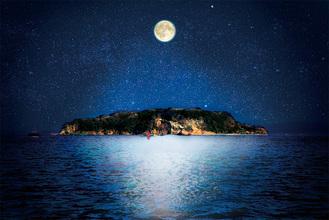 普段は立ち入れない夜の猿島が美術島となる ※写真はイメージ