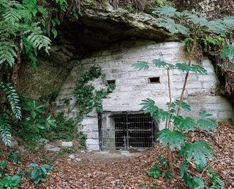 施錠されている貝山地下壕