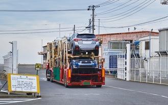 現状のふ頭入口。国際貿易港として保安措置の対象となっており、フェリー地区とのすみ分けも課題