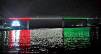 赤・白・緑のライトで幻想的な風景を演出