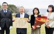 石田さんに財務大臣表彰