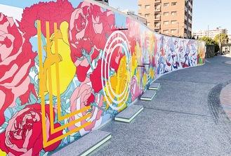 よこすか海岸通りに設置されたウォールアート