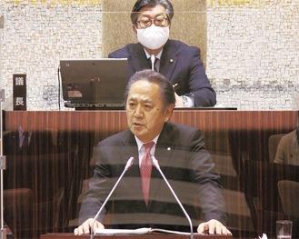 本会議で新年度の施政方針を述べる上地市長