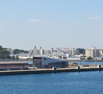 工事が進むフェリーターミナル(写真中央)