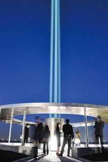 天に向かって放たれた光の柱。半径1キロ圏内で確認できるという