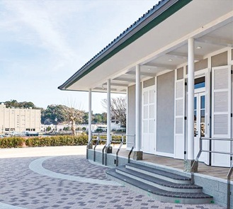 ヴェルニー公園内に建設された白亜の洋館