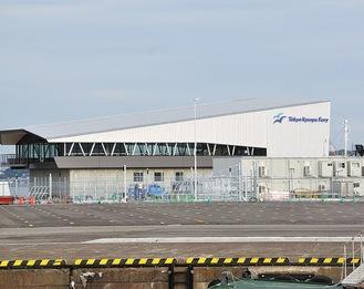 完成が近づくフェリーターミナル。市によると7月1日の開業前日にセレモニーを実施する予定だという