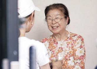 映像作品に初出演した小林悦子さん(87歳)