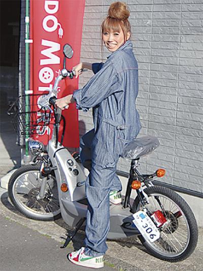 100% 電気で走るスクーター