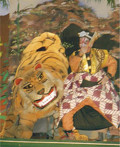 2つの虎踊りが競演