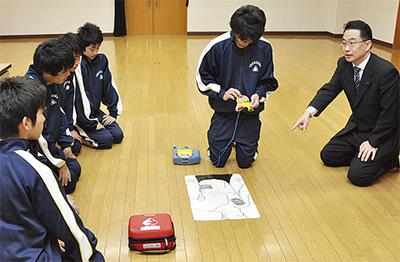 「AED実習」全県立高の授業で