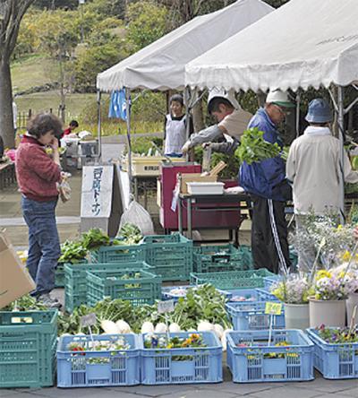 しょうぶ園で地野菜直売