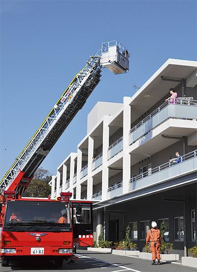火災想定し避難訓練