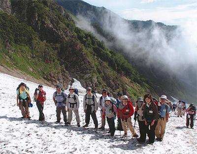 残雪の北アルプス白馬岳