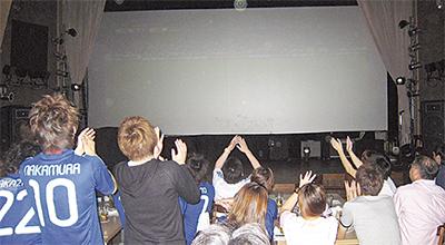 巨大スクリーンで代表戦
