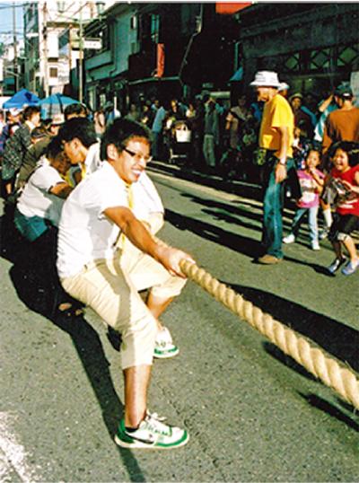 車道で綱引き