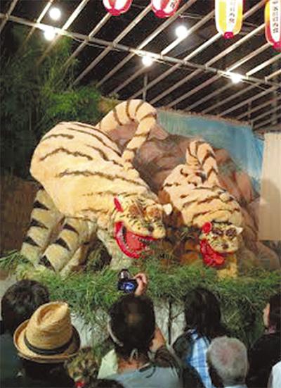 迫力満点の「虎踊り」