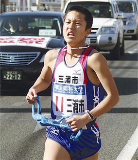 2区を力走する三浦市の中川選手