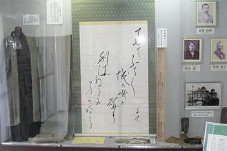 利休ねずみは「城ヶ島の雨」にも登場する(左端の反物)