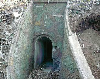 公園内にある地下壕入口