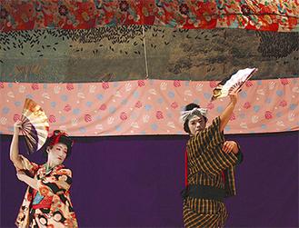 伝統的な踊りを披露(写真は昨年の舞台)