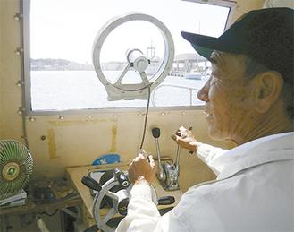 潮の流れと風の変化を判断し、揺れを最小限にするよう心がけ操縦する