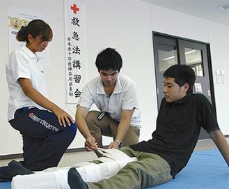 骨折の手当などを学ぶ
