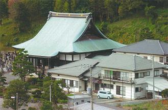 県道より眺望する来福寺