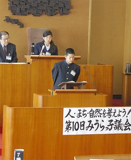 本会議さながらの議会(写真は昨年)