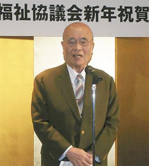 挨拶する川崎会長