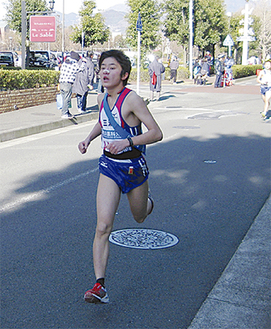 1区を走る五十嵐選手(写真は昨年の大会 三浦市提供)
