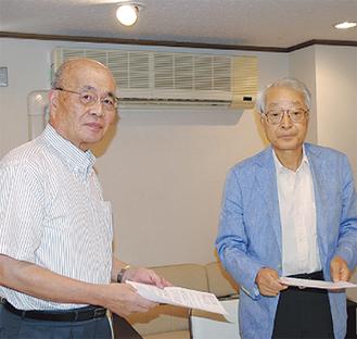 川崎会長(左)と寺本社長