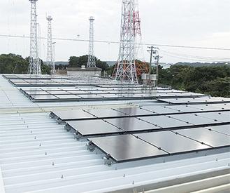 堆肥棟屋根に設置された太陽光パネル