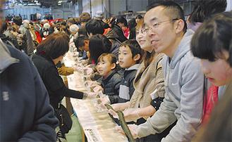 市場内で開催された昨年大会の様子