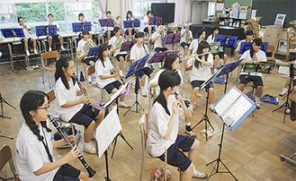 当日に向け、練習に励む吹奏楽部の部員