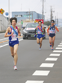 力走する石井選手(国道246号線秦野保健所付近)