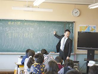 特別授業を行う黒田さん