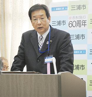 新年度の取り組みを説明する吉田市長