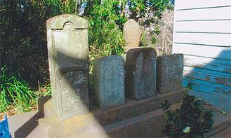 路傍に祀られている石塔
