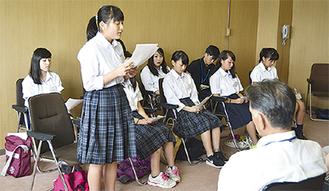 「英語をもっと勉強したい」と話す生徒ら