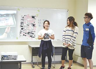 作成したコースを写真とともに発表する学生ら