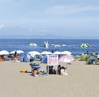 久々の晴れ間に客足が出た8月上旬の三浦海岸
