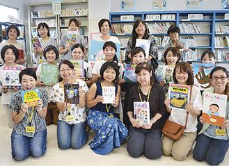 図書ボランティアグループ「ひまわり」のメンバーたち