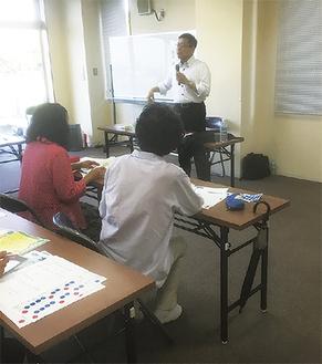 測定会では飯島教授が丁寧に指導した