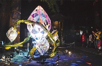 今月7・8日に行われたミラーボールを使ったアート作品の展示の様子