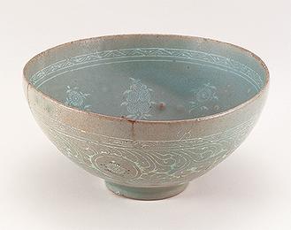 《青磁象嵌茘枝菊花文鉢》高麗時代12─13世紀