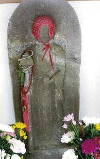 紅い帽子の和田地蔵尊