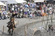 騎馬武者が妙技披露