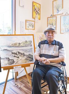 「描いた風景と花」と題し、個展を開いた野崎さん