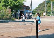 「中学校に硬式テニスを」